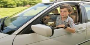 Decak pobegao automobilom