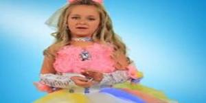 Devojcica prodaje nakit