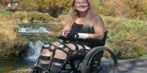Glumi da je paralizovana